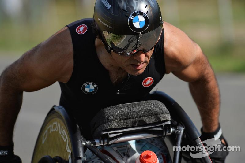 Alex Zanardi se prepara para un triatlón de larga distancia