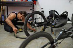 Alex Zanardi si prepara per un long-distance triathlon che si svolgerà alle Hawaii in Ottobre