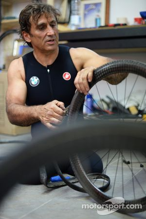 Alex Zanardi si prepara per un long-distance triathlon che si svolgerà alle Hawaii in Ottobre