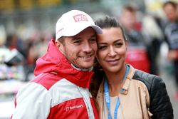 Timo Scheider, Audi Sport Team Phoenix Audi RS 5 DTM con su novia Jessica Hinterseer