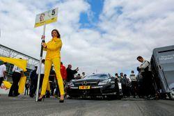Gridgirl von Christian Vietoris, Mercedes AMG DTM-Team HWA DTM Mercedes AMG C-Coupe
