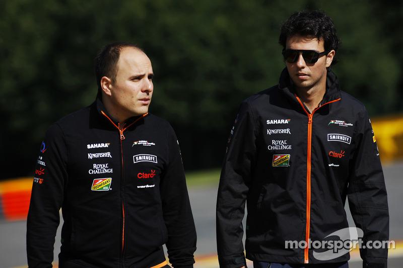 Sergio Perez, Sahara Force India F1, cammina in circuito con Gianpiero Lambiase, Ingegnere Sahara Force India F1
