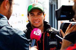 Sergio Pérez avec les médias