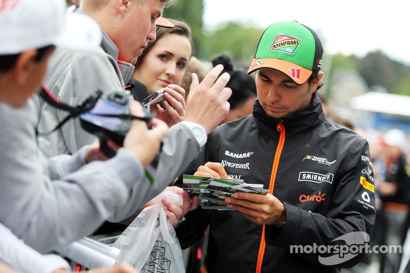 Sergio Perez, Sahara Force India F1 firma de autógrafos para los fans