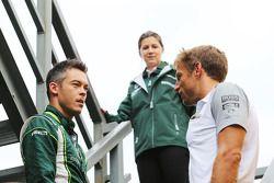(Da sinistra a destra): Andre Lotterer, Caterham F1 Team con Jenson Button, McLaren