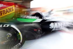 Sergio Perez, Sahara Force India F1 VJM07, verlaat de pits