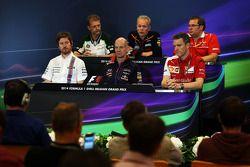 La conferenza stampa FIA: John Iley, Caterham F1 Direttore Tecnico della squadra; Andrew Green, Sahara Force India F1 Direttore Tecnico della squadra; Dave Greenwood, Marussia F1 Team Ingegnere di pista; Rob Smedley, Williams responsabile delle prestazio