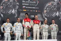 领奖台:比赛获胜者 Cesar Ramos, Laurens Vanthoor, 第二名 Hari Proczyk, Jeroen Bleekemolen, 第三名 Maximilian Götz,