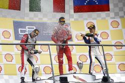 领奖台: 比赛获胜者 拉法埃拉·马塞洛, 第二名 Stoffel Vandoorne, 第三名 Johnny Cecotto