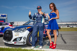 #67 Hyundai / Rhys Millen Racing Hyundai Veloster: Rhys Millen com a Red Bull girl