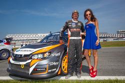 #81 Subaru Rally Team USA Subaru WRX STi: Bucky Lasek com a Red Bull girl