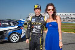 #34 Volkswagen Andretti Rallycross Volkswagen Polo: Tanner Foust com a Red Bull girl