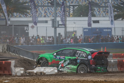 #77 Volkswagen Andretti Rallycross Volkswagen Polo: Scott Speed crashes