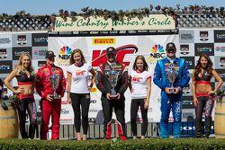 GT-A领奖台:杰夫·寇特尼(左,第二名),迈克尔·米尔斯(中,第一名),马切罗·哈恩(右,第三名)