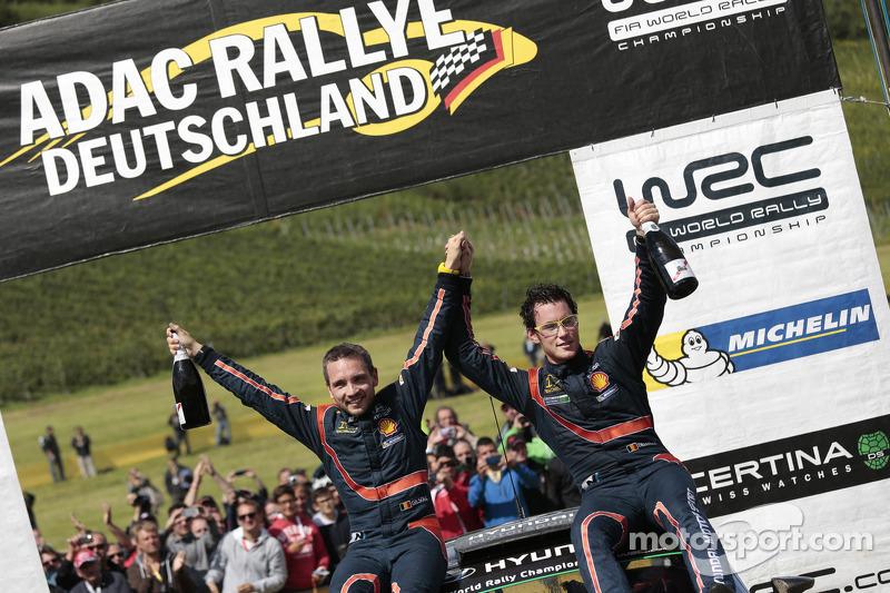 Vincitori Thierry Neuville e Nicolas Gilsoul, Hyundai i20 WRC, Hyundai Motorsport