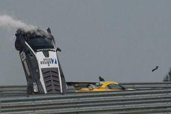 88号莱特车队兰博基尼 LF II,车手斯提反·罗西纳,托马斯·恩格撞车