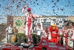 Vencedor da corrida Scott Dixon celebra