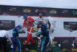 #62 Risi Competizione Ferrari F458: Giancarlo Fisichella, Pierre Kaffer, #17 Falken Tire Porsce Takı