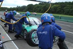 #17 Falken Tire Porsce Takımı 911 GT3 RSR: Wolf Henzler, Bryan Sellers pit stop