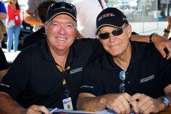 Buz McCall (sol) ve Jack Baldwin (sağ) GTSport Racing ekibinden