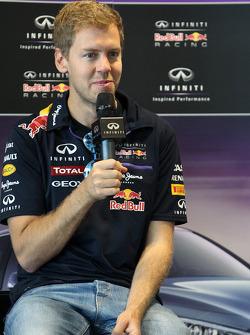 Sebastian Vettel conduce en el autódromo de Sochi