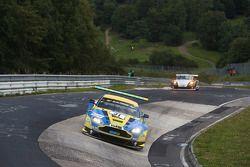#31 Aston Martin Vantage GT3: Stefan Mücke, Pedro Lamy