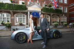 Maria Sharapova et Mark Webber avec la Porsche 918 Spyder