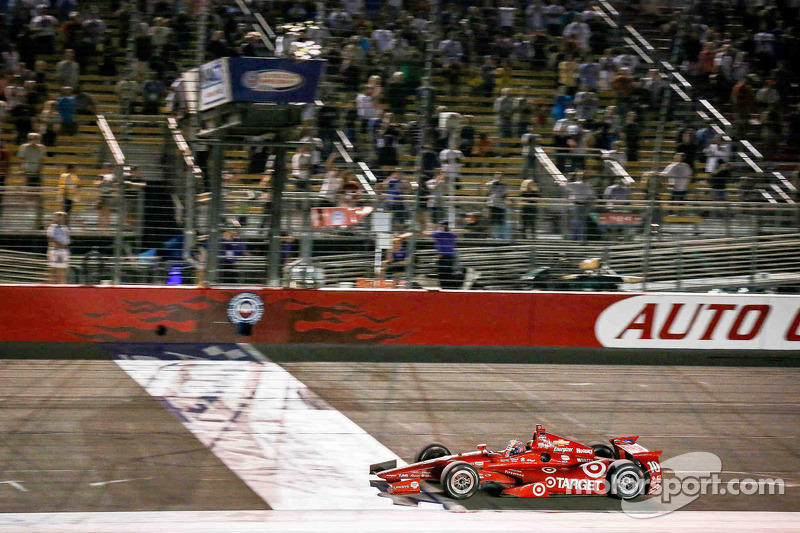 O último triunfo de Tony Kanaan na Indy aconteceu em Fontana, na Califórnia, em 2014