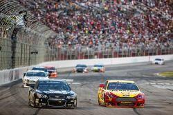 Jamie McMurray, Ganassi Racing Chevrolet and Joey Logano, Team Penske Ford
