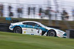 #4 Oman Racing Team Aston Martin Vantage GT3: Ahmad Al Harthy, Michael Caine : Leaders depuis le départ