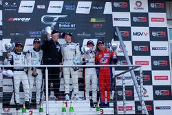 Podium vanaf links: #4 Oman Racing Team Aston Martin Vantage GT3: Ahmad Al Harthy, Michael Caine #31