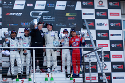 Podium (de gauche à droite): #4 Oman Racing Team Aston Martin Vantage GT3: Ahmad Al Harthy, Michael Caine #31 Trackspeed Porsche 997 GT3 R GT3: David Ashburn, Nick Tandy #5 Oman Racing Team Aston Martin Vantage GT3: Jeff Smith, Rory Butcher