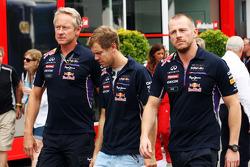 Sebastian Vettel, Red Bull Racing, con Jonathan Wheatley, Red Bull Racing Team Manager