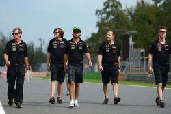 Sergio Perez, Sahara Force India F1 pistte yürüyor