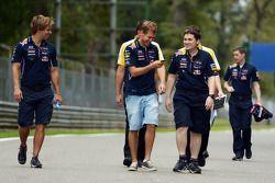 Sebastian Vettel marche sur le circuit
