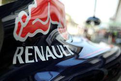 Renault logo op de Red Bull Racing RB10 motorkap