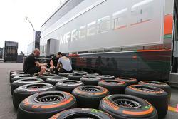 Pirelli tyre technician with McLaren mechanics