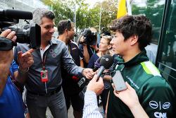 Kamui Kobayashi, Caterham con i giornalisti