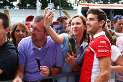 Jules Bianchi, Marussia F1 Team con i tifosi