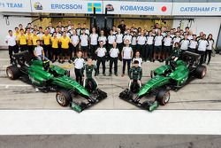 (L to R): Marcus Ericsson, Caterham and team mate Kamui Kobayashi, Caterham in a team photograph