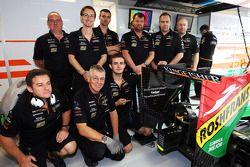 Sahara Force India F1 Takımı mekanikerleri eski meslektaşları Gary North'u anıyor, padokta 'Gadget'
