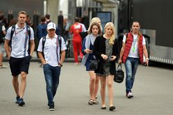 Valtteri Bottas, Williams, mit Freundin Emilia Pikkarainen