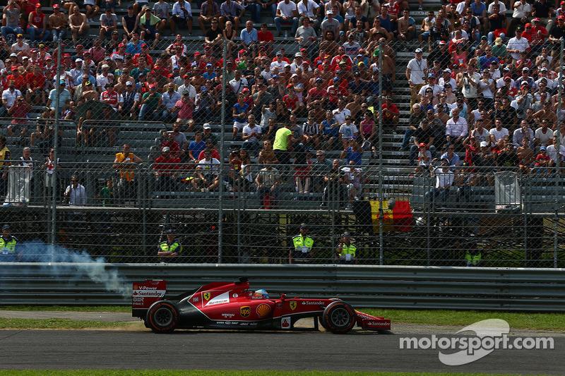 Fernando Alonso, Ferrari F14-T retires from the race