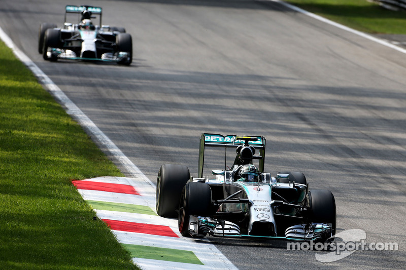 Nico Rosberg, da Mercedes AMG F1 Team, e Lewis Hamilton, Mercedes AMG F1 Team 07