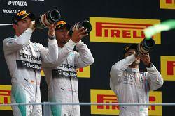 Vainqueur: Lewis Hamilton, Mercedes AMG F1, 2ème Nico Rosberg, Mercedes AMG F1, 3ème Felipe Massa, Williams