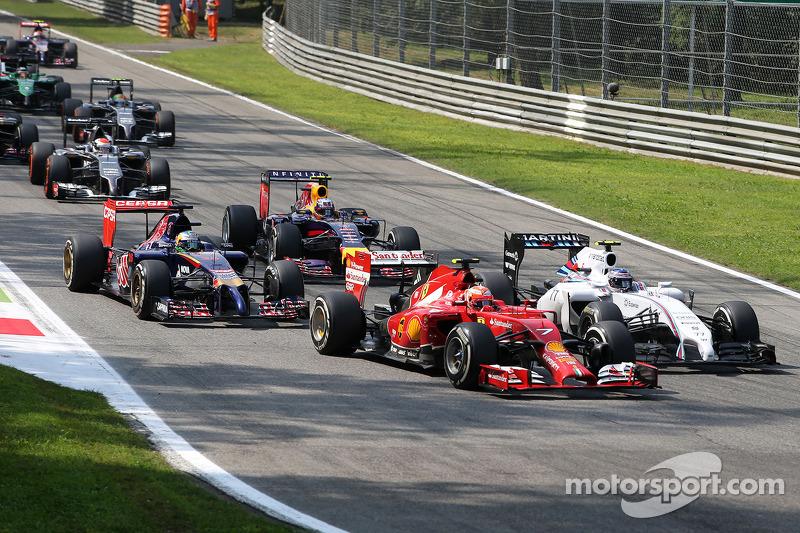 Kimi Räikkönen, Ferrari F14-T; Valtteri Bottas, Williams FW36