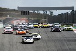 Inicio: # 28 Grasser Racing Team Lamborghini LFII: Hari Proczyk, Jeroen Bleekemolen