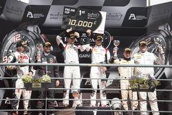 Марк Бассенг и Алессандро Латиф. Портиман, воскресная гонка чемпионата.