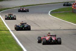 Sergio Pérez devant Nico Hülkenberg et Kimi Räikkönen