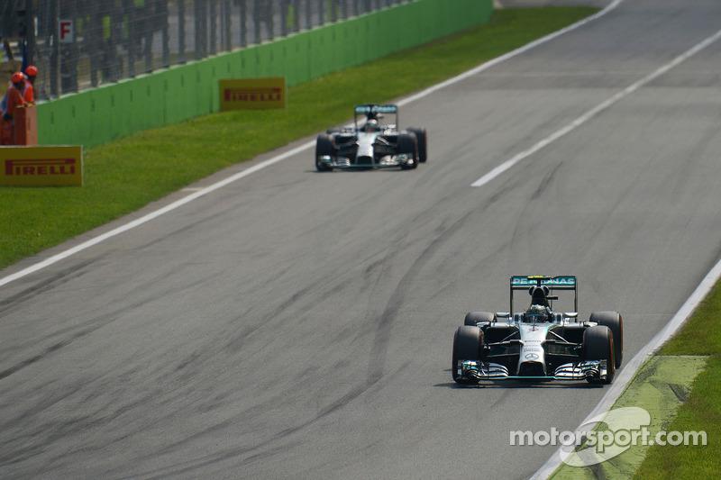 Nico Rosberg, Mercedes AMG F1 W05; Lewis Hamilton, Mercedes AMG F1 W05